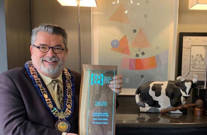 Brant mayor receives development award