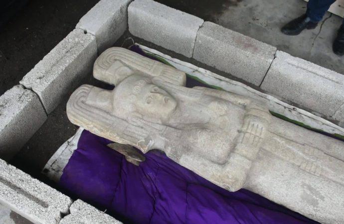 Pre Hispanic woman sculpture replaces Columbus in Mexico